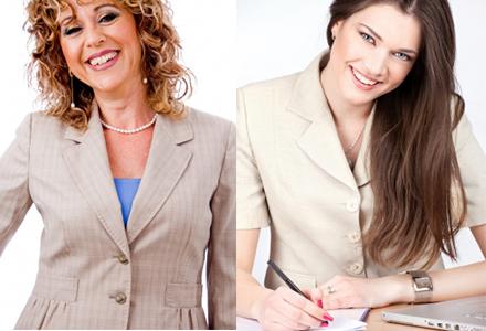 Женщины в костюмах с украшениями