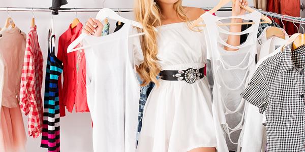 Выбор одежды в бутике
