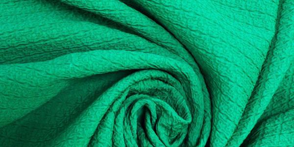 Ткань матлассе зеленого цвета